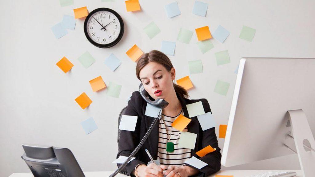 Термин «трудоголизм» впервые появился в книге Уэйна Уотса «Исповедь трудоголика»  в 1971 г. Сейчас этим термином приняло описывать болезненную зависимость от работы.
